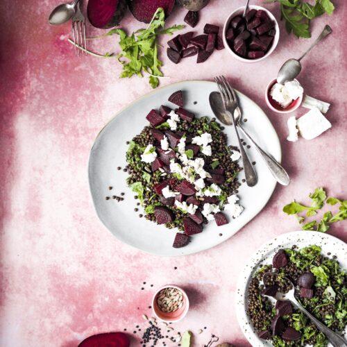 Čočkový salát s červenou řepou s kozím sýrem