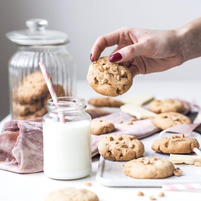 Cookies s arašídy a bílou čokoládou