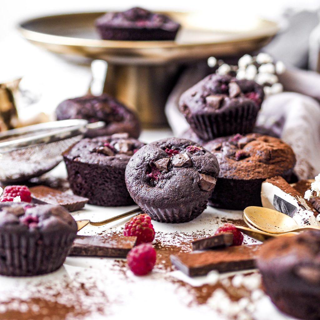 Čokoládové muffiny s malinami