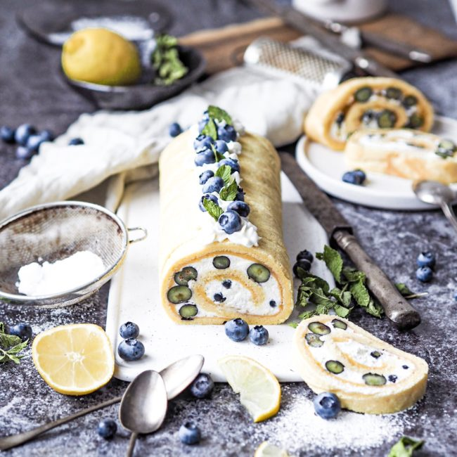 Citronová roláda s borůvkami