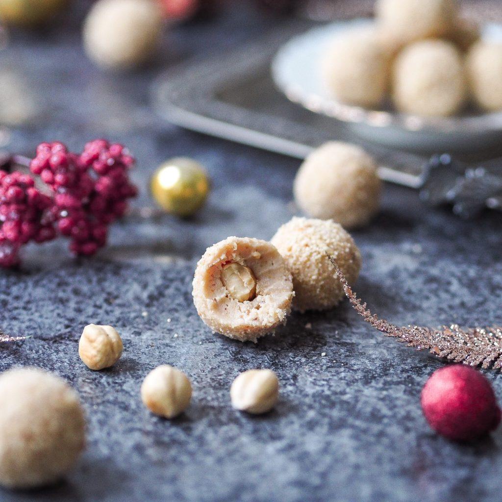 Karamelové kuličky s lískovými oříšky