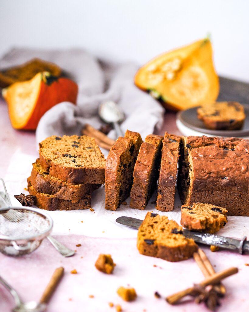 Dýňový chlebíček s perníkovým kořením a sušeným ovocem
