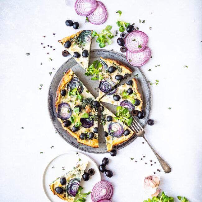 Špenátová frittata s mozzarellou a olivami
