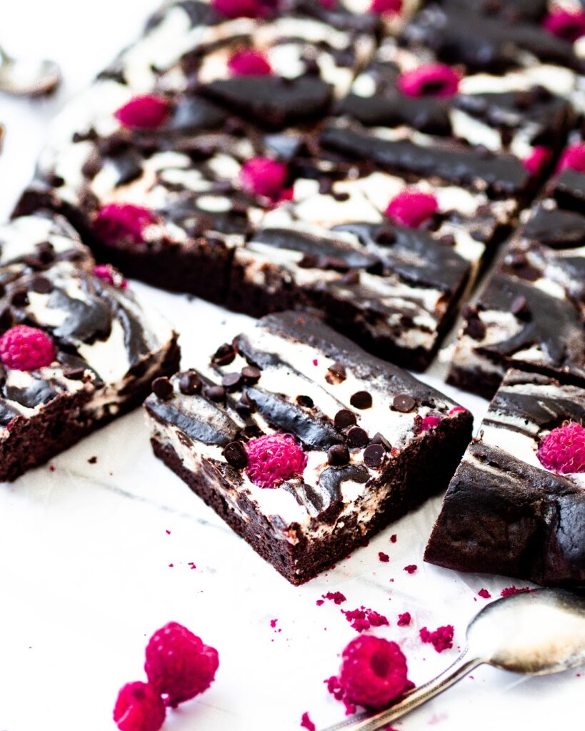 Cheesecake-brownies s malinami