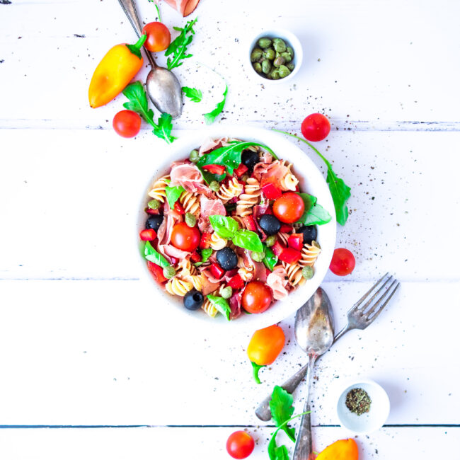 Těstovinový salát s parmskou šunkou